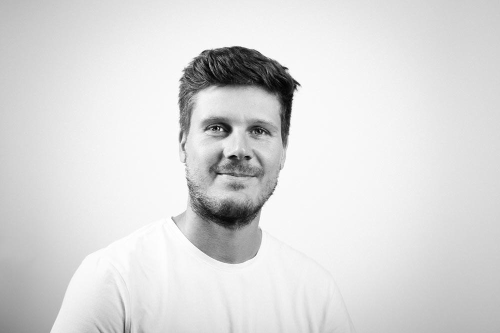 Portrait_Sören_Lindner_Grafikdesign_Webdesign